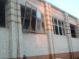 Демонтаж старых окон со спортзала.